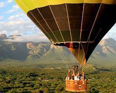 Sun Catchers Hot Air Ballooning operate flights over the Lowveld from Hoedspruit and Hazyview.