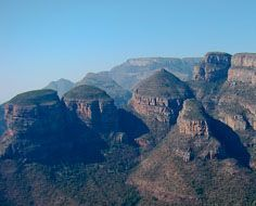 The Three Rondavels, Mapjaneng and other peaks rising high above the Blyde River Canyon below.